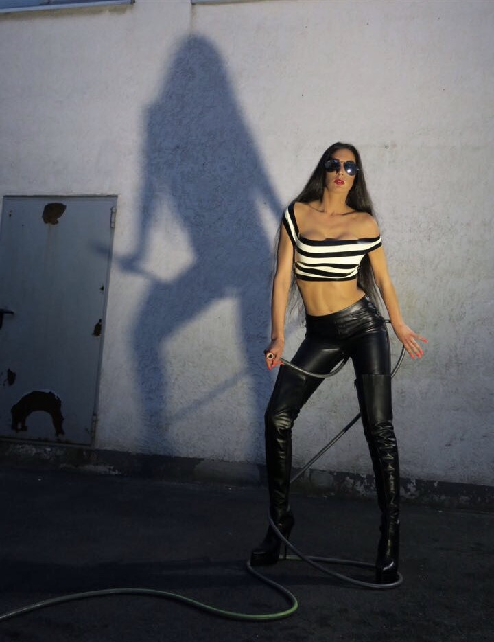 Escort New York >> Double Dominatrix ! | Domina Electra Köln